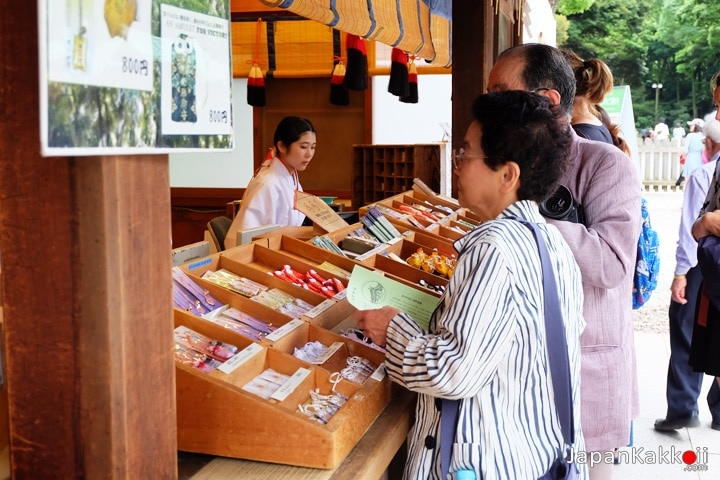Meiji-Shrine-Shops-01