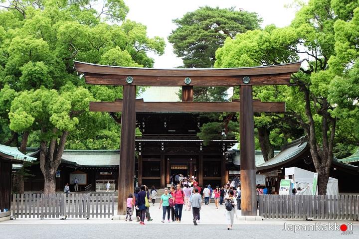 Meiji-Shrine-Torii-2