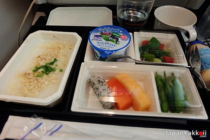 อาหารเช้าบนเครื่องบิน
