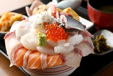 ข้าวหน้ารวมมิตรอาหารทะเล