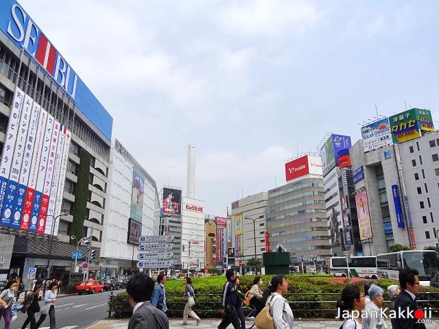 หน้าสถานีอิเคะบุคุโระ (Ikebukuro)