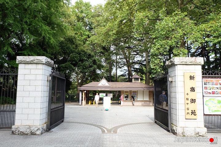 ทางเข้าสวน Shinjuku Gyoen National Garden