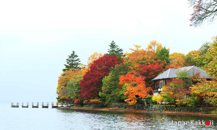 ชมใบไม้เปลี่ยนสีที่ Lake Chuzenji