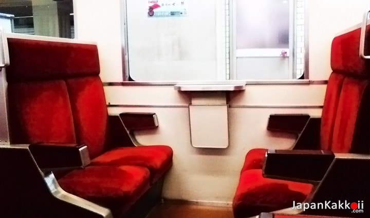 ที่นั่งในรถไฟสาย Tobu Skytree Line