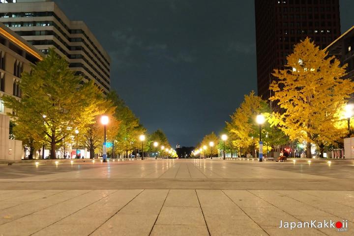ลานกว้างตรงข้ามสถานี Tokyo Station
