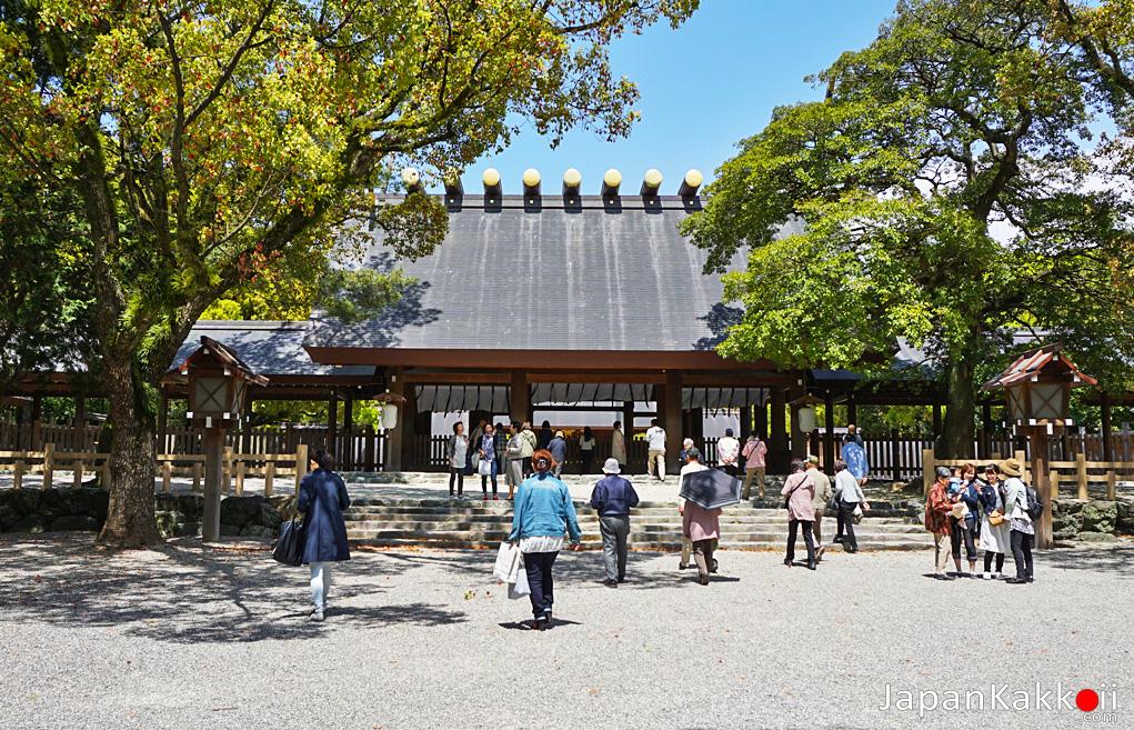 ศาลเจ้าอะสึตะ (Atsuta Shrine)