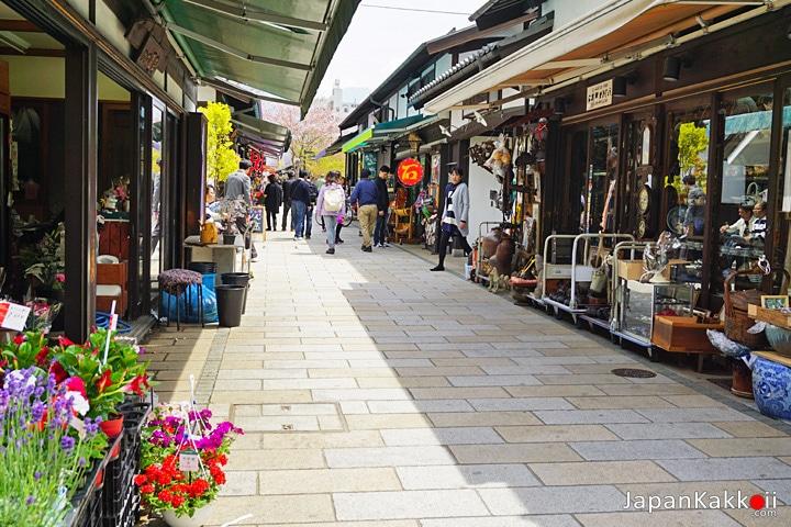 ถนนนาวะเตะ (Nawate Street)