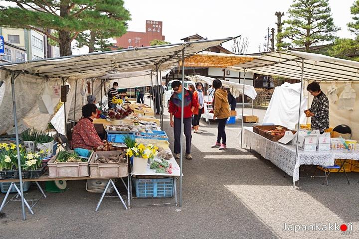 ตลาดเช้าจินยะมาเอะ (Jinya-mae Morning Market)