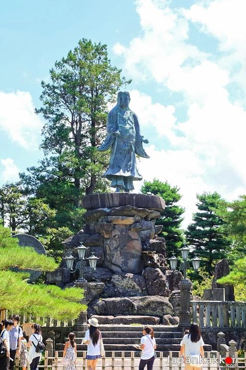 รูปปั้นของเจ้าชาย Yamato Takeru