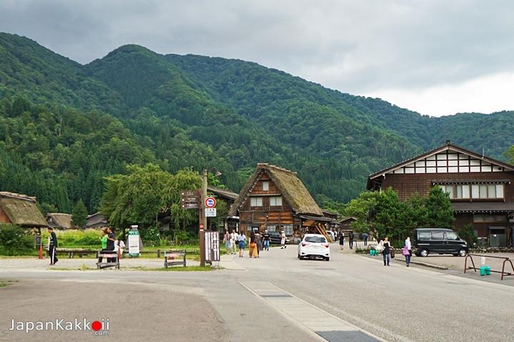 ที่ขึ้นรถ Shuttle Bus ของหมู่บ้านชิราคาวาโกะ (Shirakawa-go)