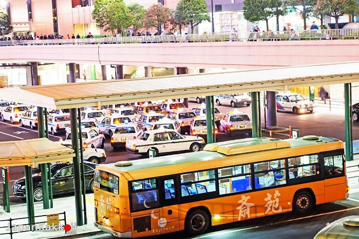จุดจอดรถบัสและรถแท็กซี่