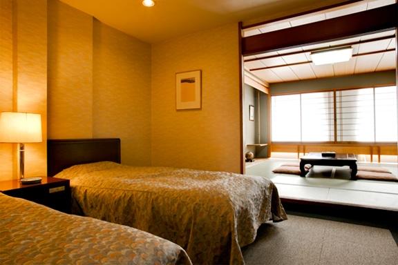 ห้องพักสไตล์ญี่ปุ่นดั้งเดิมผสมกับห้องพักสไตล์ตะวันตก