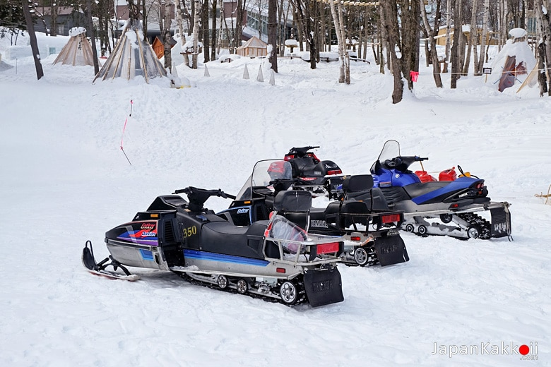 Snowmobile (มอเตอร์ไซค์หิมะ)