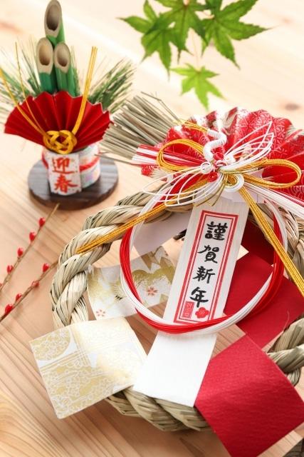 คาโดมัสสึ และ ชิเมคาซาริ(門松 & 注連飾り)