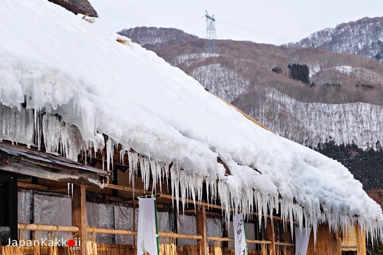 น้ำแข็งบนหลังคา
