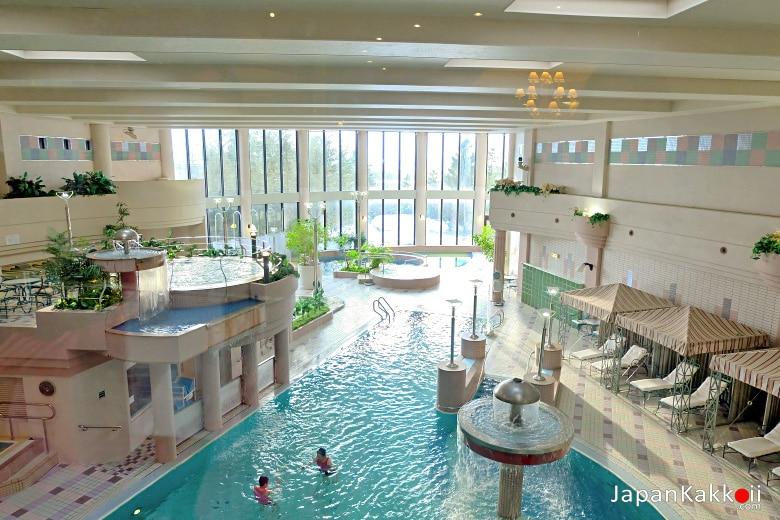 สระว่ายน้ำในโรงแรม