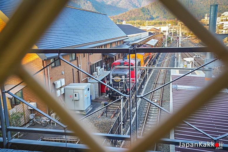 รถไฟสายรถแมนติก (Sagano Romantic Train)