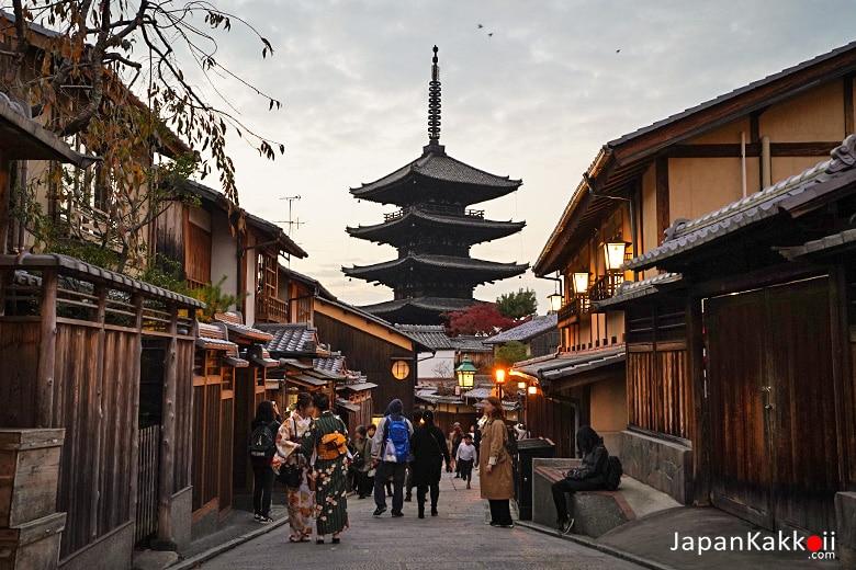 ย่านฮิกาชิยาม่า (Higashiyama / 東山)