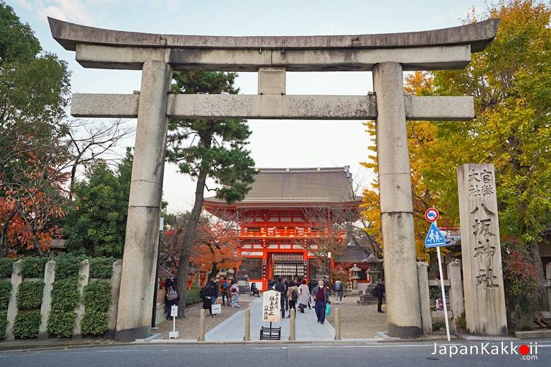Minami-romon (南楼門) และ Torii (鳥居)