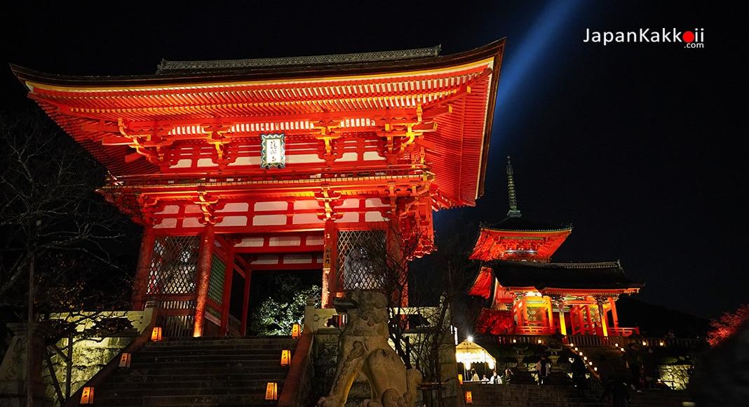 วัดคิโยมิสึเดระ (Kiyomizu-dera Temple) ประดับไฟ